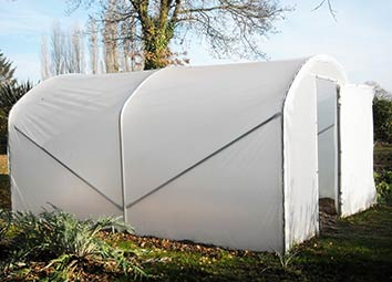 Où installer et comment orienter votre serre tunnel de jardin ?