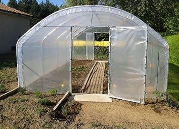 Quelle taille choisir pour une serre tunnel de jardin ?